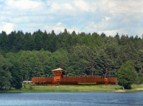 Projekt rekonstrukcji więcborskiego grodu wczesnośredniowiecznego z VII wieku Tomasz Roman Bracka