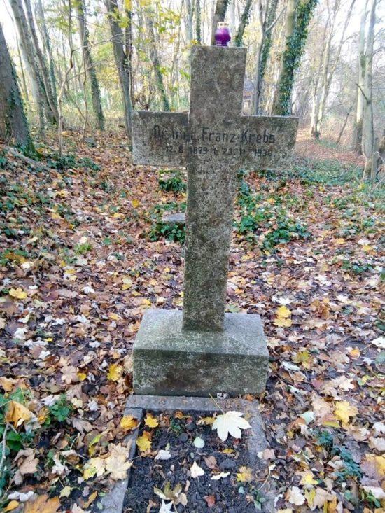 Miejsce spoczynku pierwszego dyrektora szpitala powiatowego w Więcborku 100 lat temu w II RP Franca Krebsa cmentarz ewangelicki w Więcborku. foto Tomasz Roman Bracka