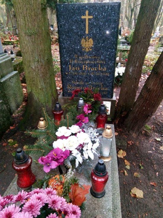 Dzień Zaduszny na cmentarzu katolickim w Więcborku. foto Tomasz Roman Bracka — w: Więcbork