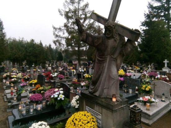 Dzień Zaduszny na cmentarzu komunalnym w Więcborku. foto Tomasz Roman Bracka