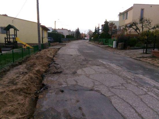 Rozpoczęła się przebudowa zdewastowanej ulicy Słoneczne w Więcborku objęta nakazem pokontrolnym PINB w Sępólnie Kr. wywołanym na mój wniosek - foto Tomasz Roman Bracka