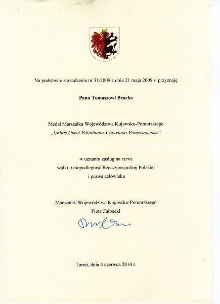 Dyplom do złotego medalu kapituły i Marszałka Województwa Kujawsko Pomorskiego dla mnie Tomasza Bracka w uznaniu zasług za walkie o wolność Polski i obronę praw człowieka w PRL