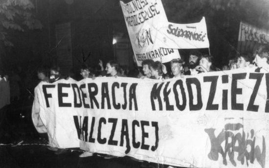 Demonstracja Federacji Młodzieży Walczącej w czasach PRL Krakowie - Tomasz Roman Bracka