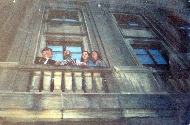 Na zdjęciu 29 lat temu nabalkonie bydgoskiej filharmonii zlewej strony zdjęcia towłaśnie ja Tomasz Roman Bracka iRyszard Riedel pokoncercie zespołu Dżem wfilharmonii pomorskiej wBydgoszczy 20 kwietnia 1991 r. mojejprodukcji artystycznej - pozdrawiam Tomasz Roman Bracka