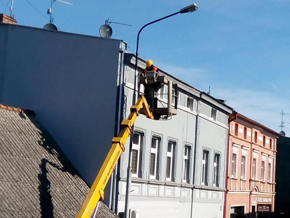 Trwa wywalczony przeze mnie wEneii remont imalowanie skorodowanych latarni naul.Hallera wWięcborku - foto Tomasz Roman Bracka