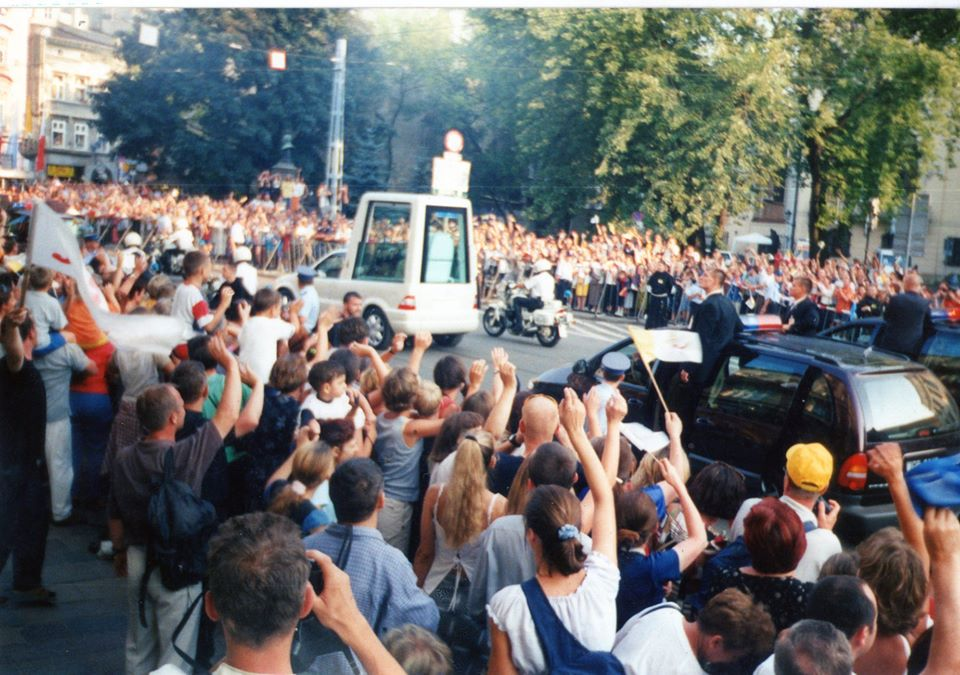 Na zdjęciu mojespotkanie zŚwiętym Janem Pawłem II wKrakowie 18. 08. 2002 r. poprzyjęciu zmoichrąk 23 marca 2002 r. honorowego obywatelstwa Więcborka - foto Tomasz Roman Bracka