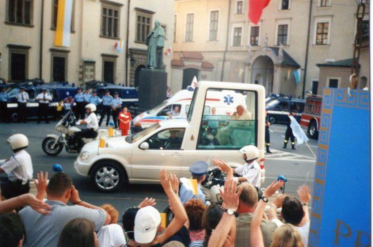 Na zdjęciu moje spotkanie z Świętym Janem Pawłem II w Krakowie 18. 08. 2002 r. po przyjęciu z moich rąk 23 marca 2002 r. honorowego obywatelstwa Więcborka. Tomasz Roman Bracka