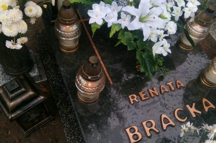 Miejsce spoczynku i pomnik mojej ukochanej mamusi śp Renaty Bracka i matki chrzestnej śp Reginy Bracka stanął dziś na cmentarzu komunalnym w Więcborku. foto syn Tomasz Roman Bracka