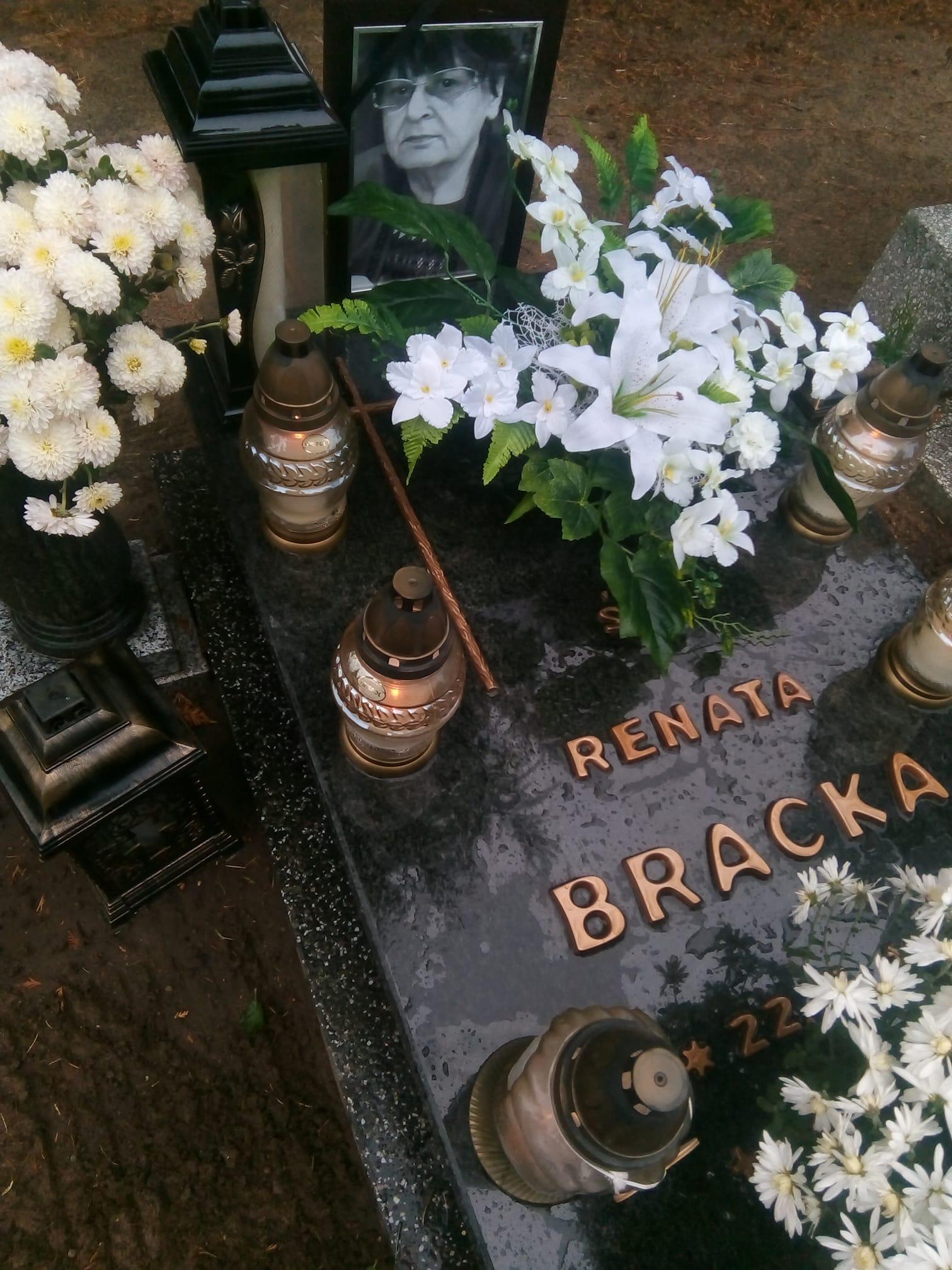 Miejsce spoczynku ipomnik mojejukochanej mamusi śp Renaty Bracka imatki chrzestnej śp Reginy Bracka stanął dziś nacmentarzu komunalnym wWięcborku. foto syn Tomasz Roman Bracka