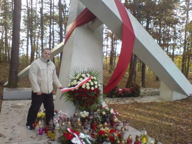Na zdjęciu moja wizyta w Górsku w miejscu uprowadzenia 36 lat temu bł. ks Jerzego Popiełuszki przez komunistycznych zbrodniarzy z SB PRL.- foto Tomasz Roman Bracka