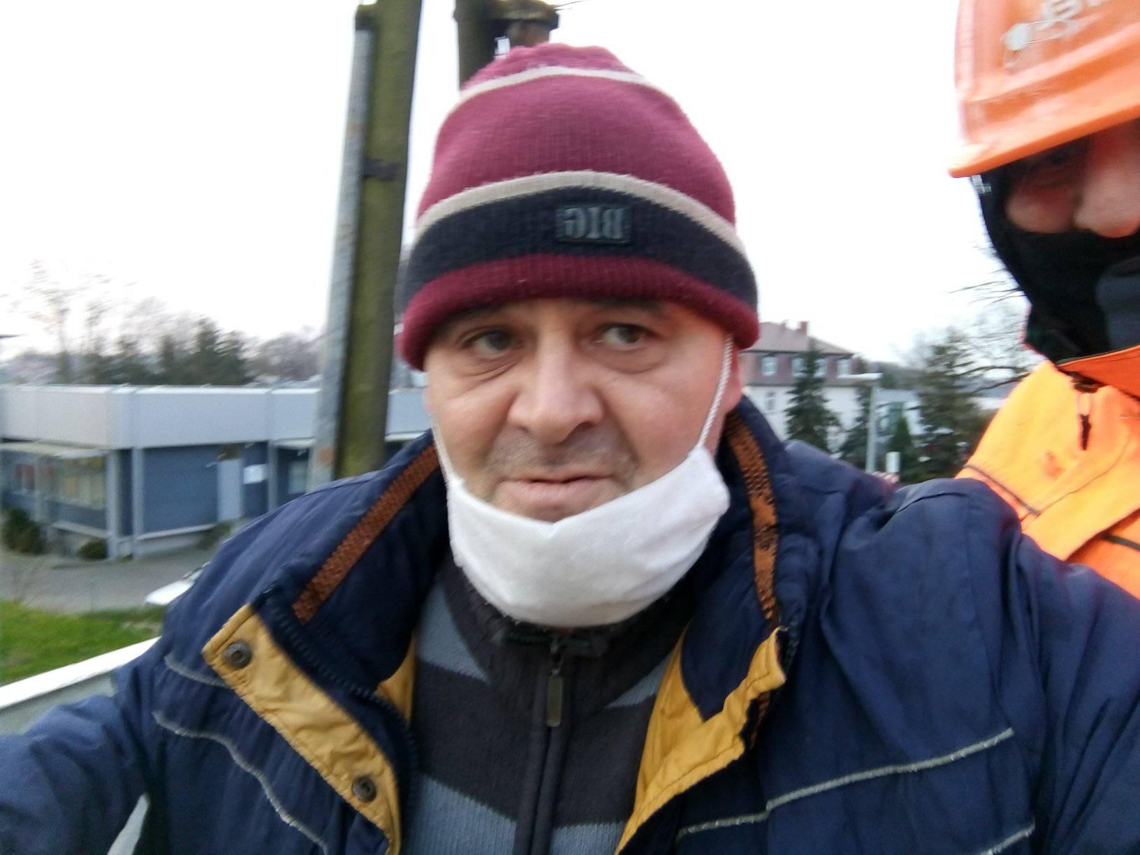 Rozpoczęła się wywalczona przeze mnie wEnei Operator Warszawa wymiana słupów oświetleniowych, okablowania iopraw oświetleniowych naulicach Gdańskiej iPocztowej wWięcborku - f9to Tomasz Roman Bracka
