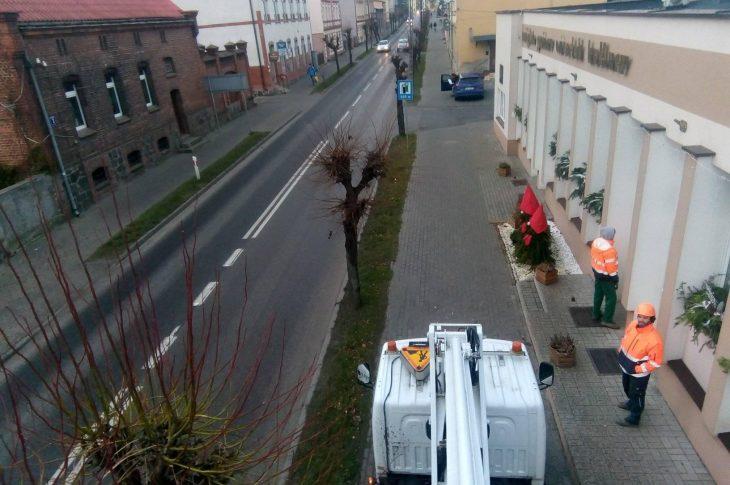 Rozpoczęła się wywalczona przeze mnie w Enei Operator Warszawa wymiana słupów oświetleniowych, okablowania i opraw oświetleniowych na ulicach Gdańskiej i Pocztowej w Więcborku - f9to Tomasz Roman Bracka