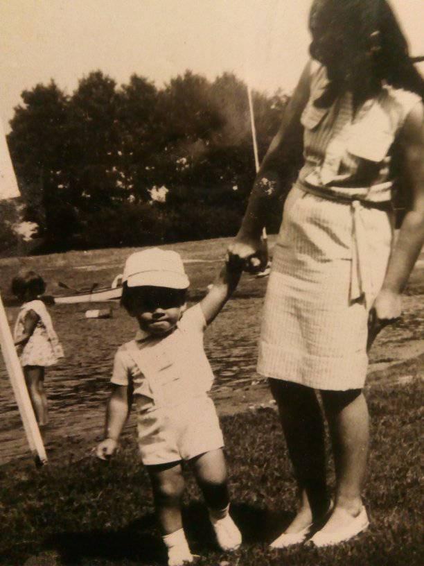 Na zdjęciu ja imoja Mama Renata Bracka wdzieciństwie - Tomasz Roman Bracka