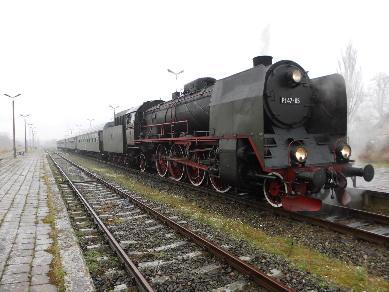 Odjazd pociągu pasażerskiego ze134 letniej stacji PKP Więcbork doPoznania - 16 kwiecień 2018 r. - foto Tomasz Roman Bracka