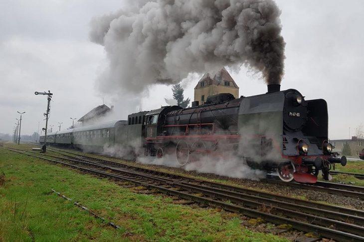 Odjazd pociągu pasażerskiego ze 134 letniej stacji PKP Więcbork do Poznania - 16 kwiecień 2018 r.