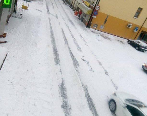 Fatalne warunki atmosferyczne i bezczynność służb drogowych w Więcborku i województwie kujawsko -pomorskim - foto Tomasz Roman Bracka