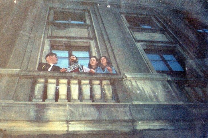 Na zdjęciu 30 lat temu na balkonie bydgoskiej filharmonii z lewej strony zdjęcia to właśnie ja Tomasz Roman Bracka i Ryszard Riedel po koncercie zespołu Dżem w filharmonii pomorskiej w Bydgoszczy 20 kwietnia 1991 r. mojej produkcji artystycznej - pozdrawiam Tomasz Roman Bracka