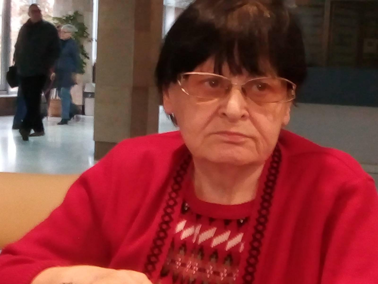 Moja Mama Renata Bracka zamyślona izasmucona brakiem iodmową leczenia onkologicznego poudanej operacji 2020 rok – foto Tomasz Roman Bracka
