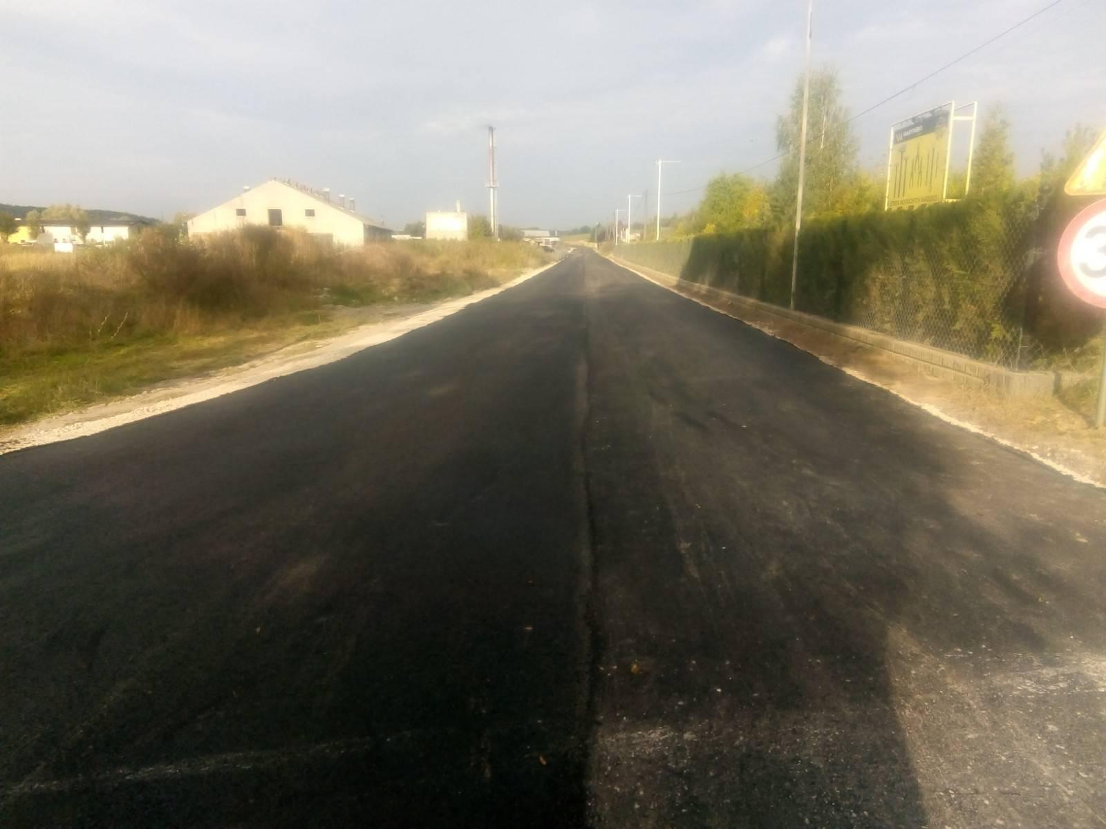 Nowa droga nator motocrossowy wWięcborku wybudowana, ajuż w2022 r. powstanie nowy chodnik zoświetleniem ulicznym dokońca ulicy Powstańców Wielkopolskich wWięcborku